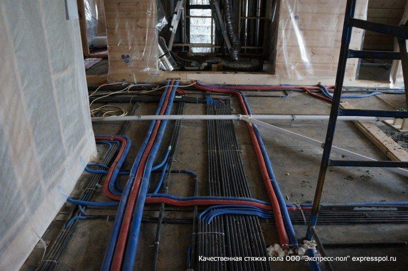 трубы и электрика под стяжкой