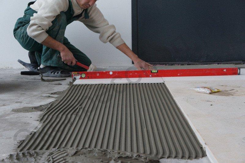 Укладка плитки на плиточный клей Litokol K17Приклеивание плитки на полусухую стяжку
