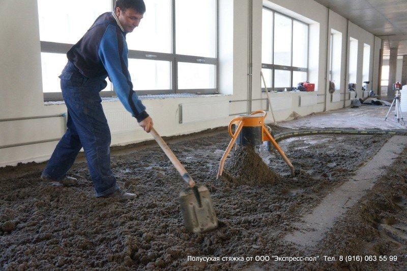 Подача раствора для бетонной полусухой стяжки