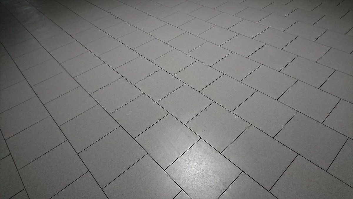 Виброукладка плитки из керамогранита